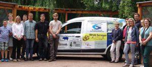 Einige der Sponsoren des Autos kamen zur offiziellen Übergabe des neuen Fahrzeugs auf den Inselzoo (Foto: C. Bettels)